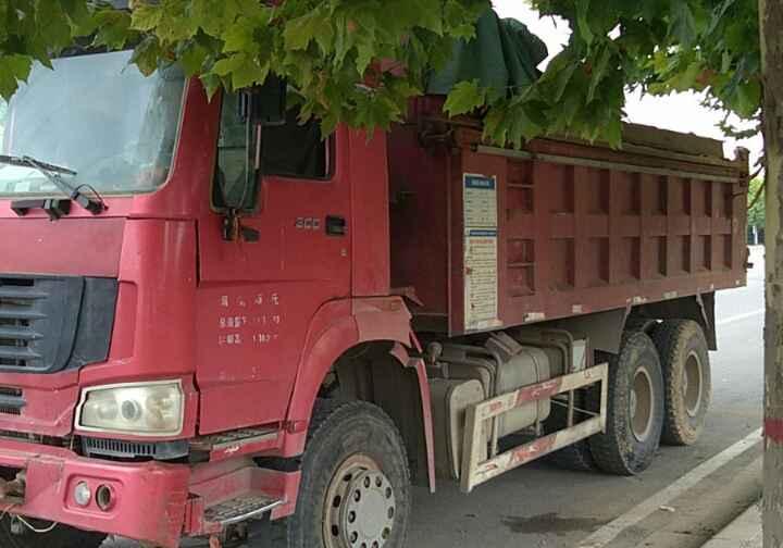 中国重汽HOWO 自卸车  300匹 2013年02月 6x4