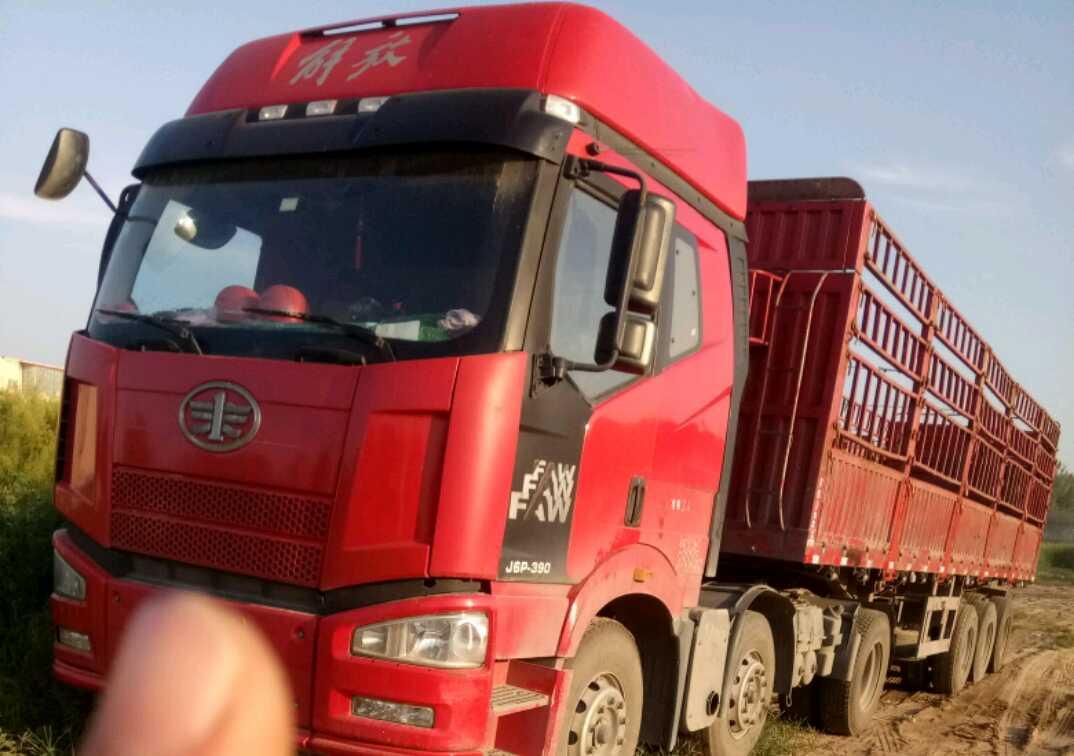 一汽解放J6P重卡 牵引车  390匹 2014年04月 6x2