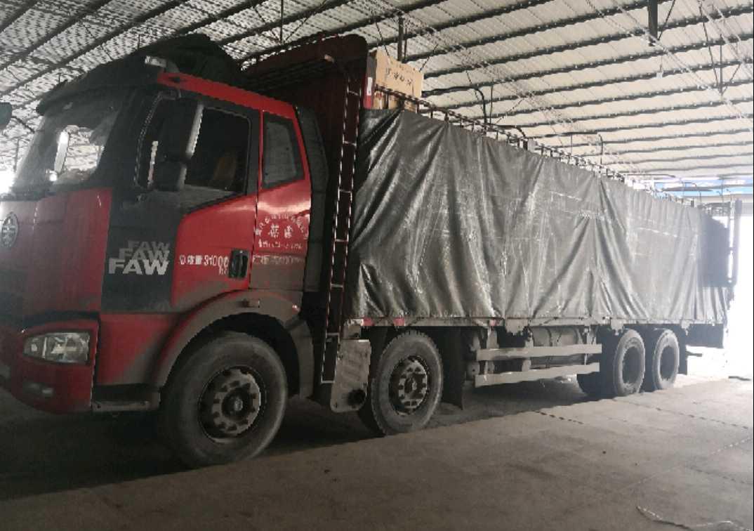 一汽解放J6 载货车  320匹 2014年05月 8x4