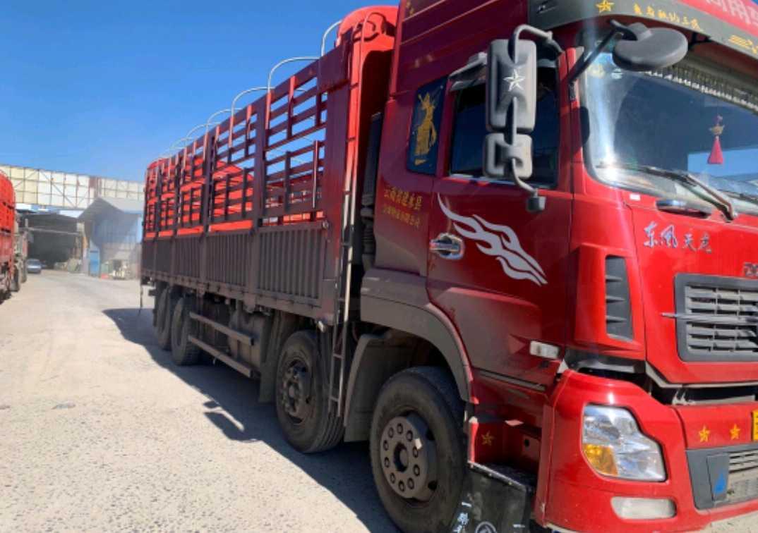 东风天龙 载货车  385匹 2017年06月 8x4