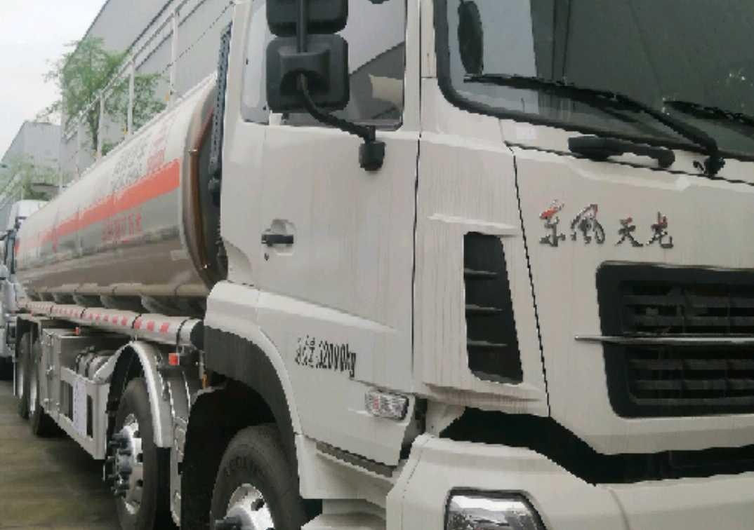 东风天龙 油罐车  350匹 2021年04月 8x4