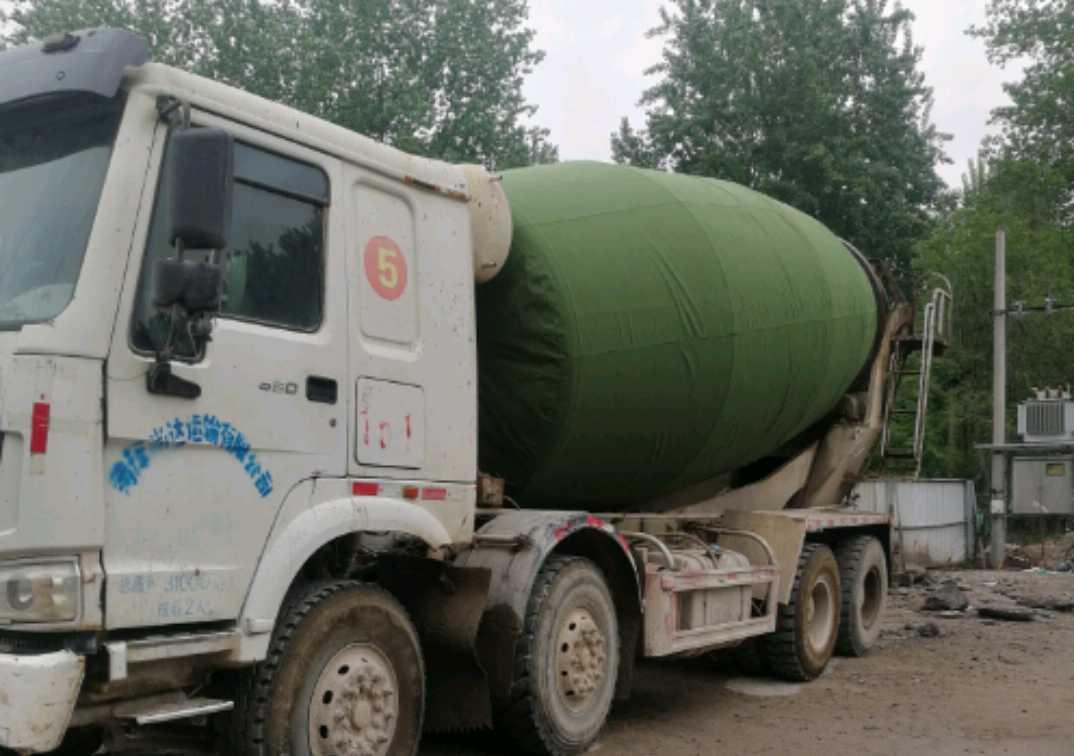 中国重汽HOWO 混凝土搅拌车  380匹 2013年12月 8x4