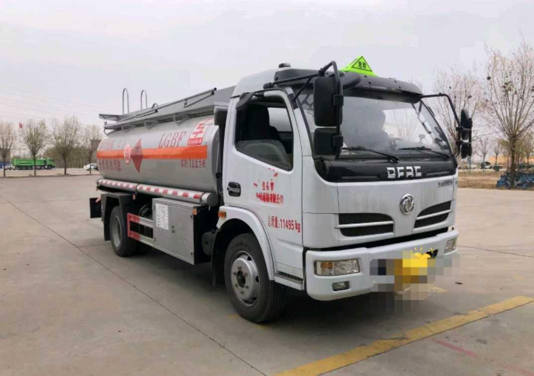 东风145系列 油罐车  150匹 2021年04月 4x2