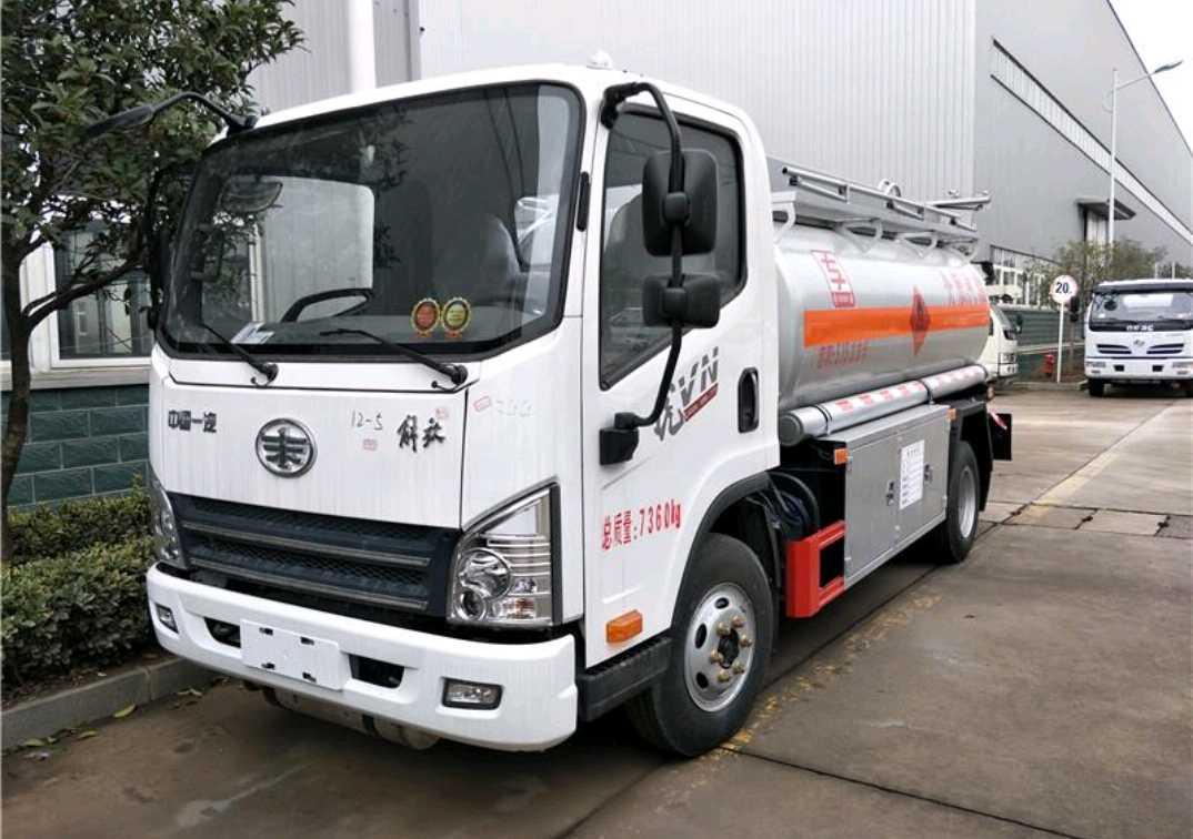 青岛解放其他车系 油罐车  110匹 2021年05月 4x2