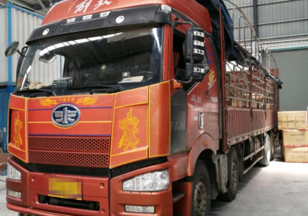 一汽解放J6P重卡 领航版 载货车  350匹 2015年06月 8x4