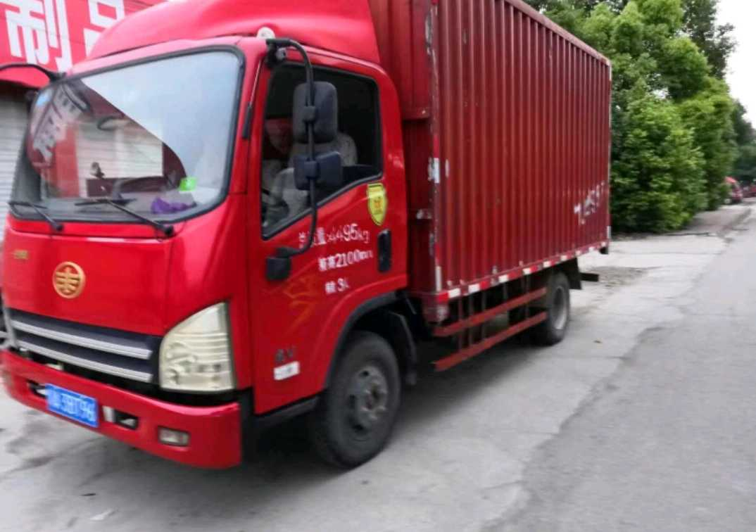 青岛解放其他车系 载货车  120匹 2015年09月 4x2