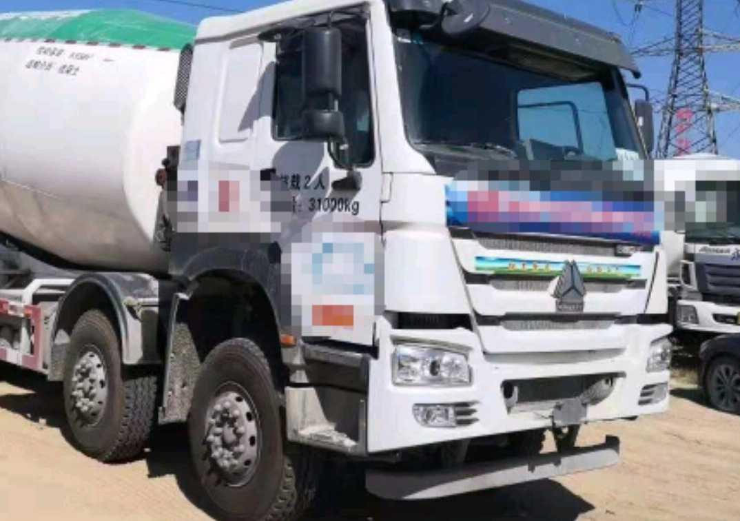 中国重汽HOWO 混凝土搅拌车  380匹 2021年07月 8x4
