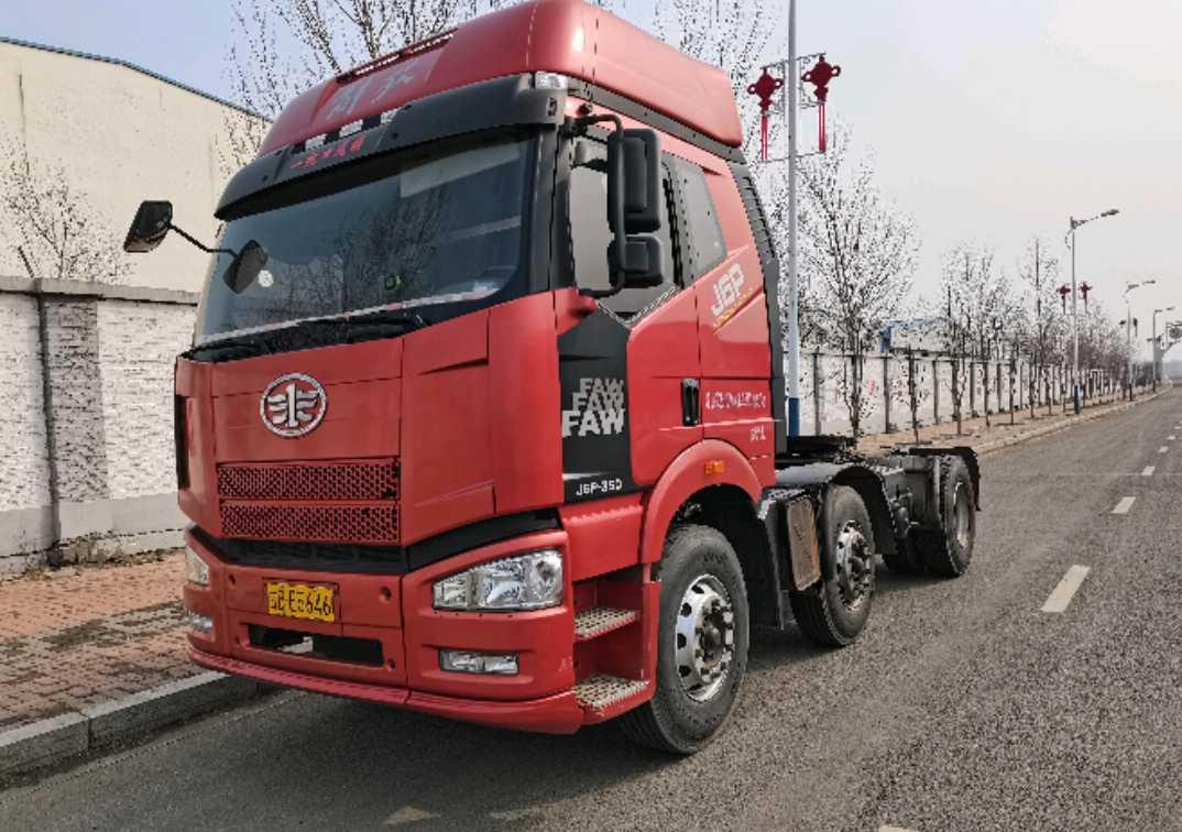 一汽解放新J6P重卡 牵引车  350匹 2014年02月 6x2