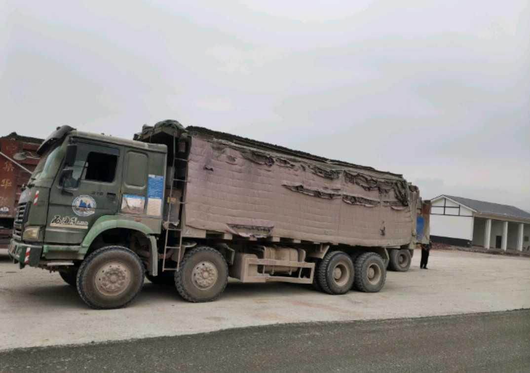 中国重汽HOWO 自卸车  375匹 2012年03月 8x4