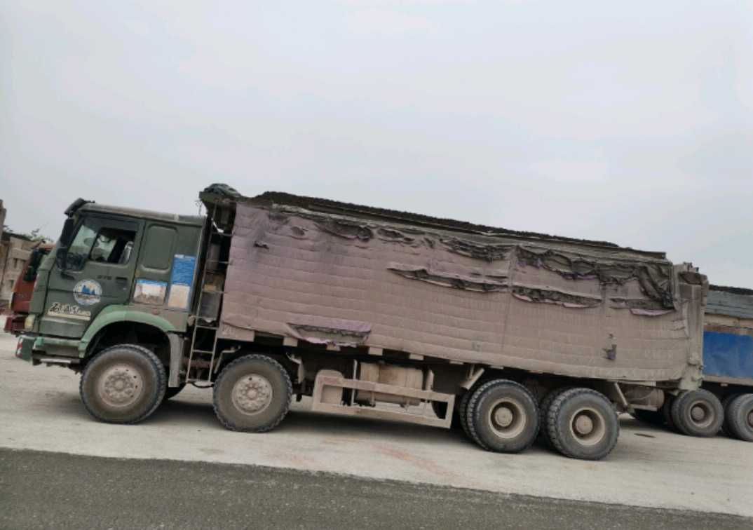 中国重汽HOWO 自卸车  375匹 2012年02月 8x4