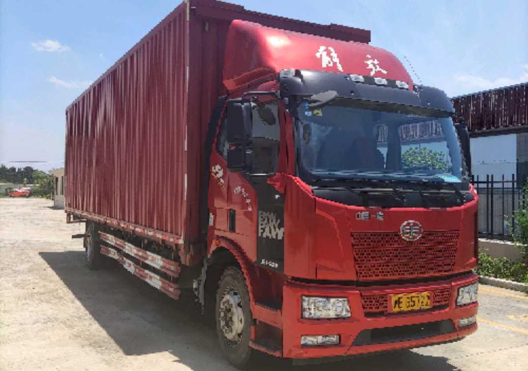 一汽解放J6P重卡 载货车  220匹 2018年06月 4x2