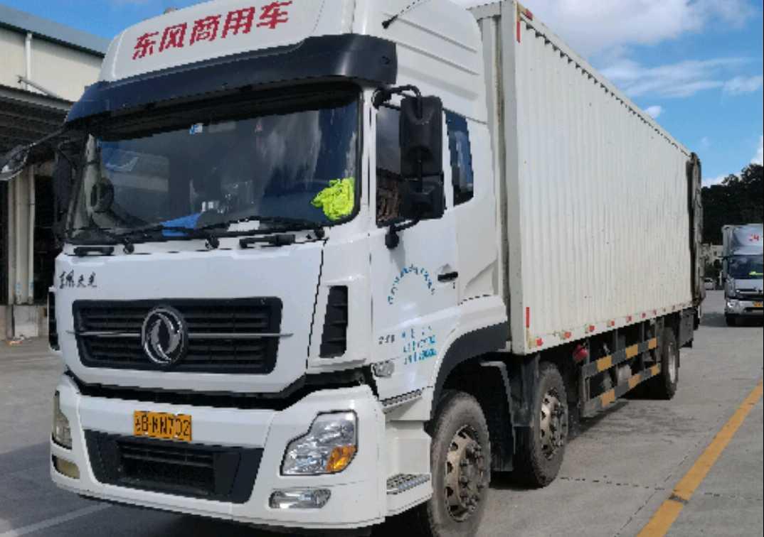 东风天龙 载货车  245匹 2017年04月 6x2