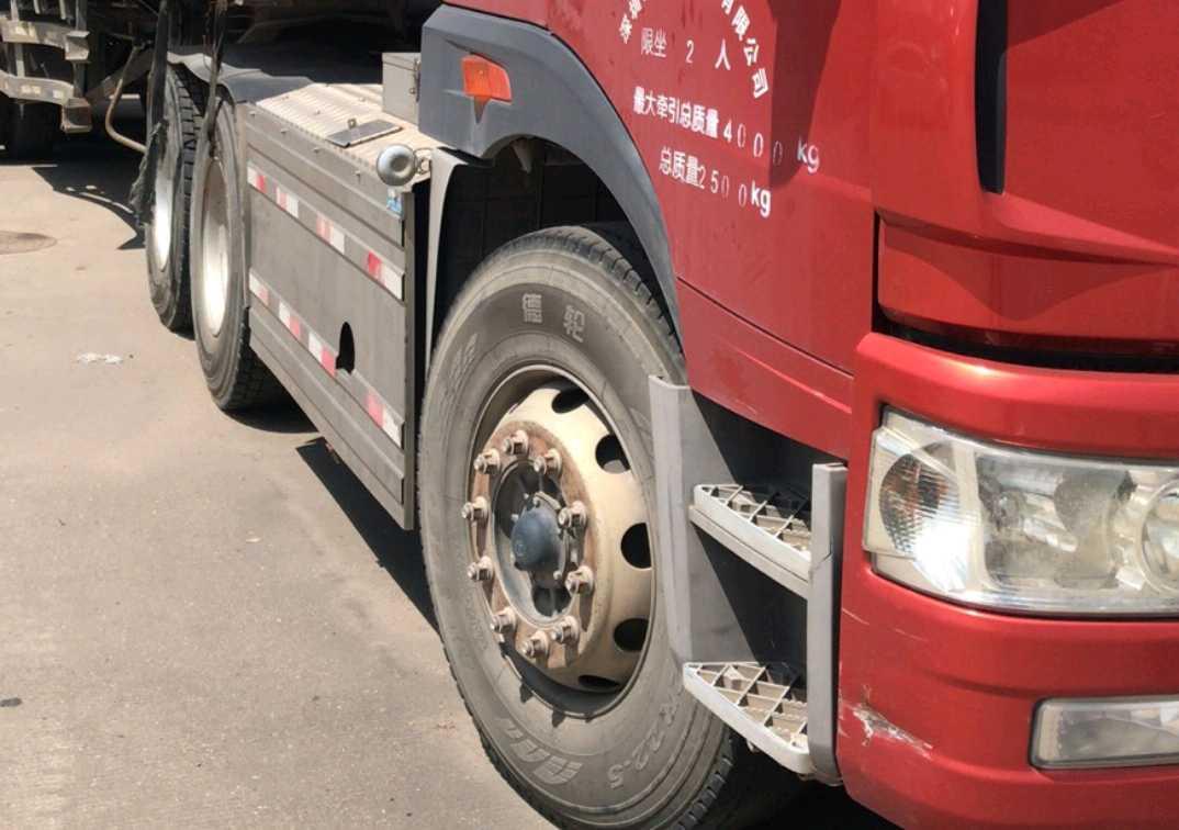 一汽解放J6P重卡 牵引车  375匹 2017年07月 6x4