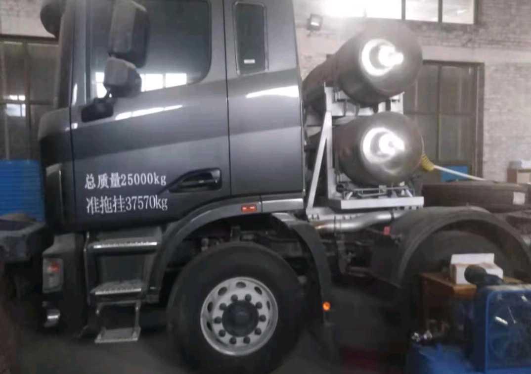 联合卡车U系 牵引车  380匹 2014年10月 4x2