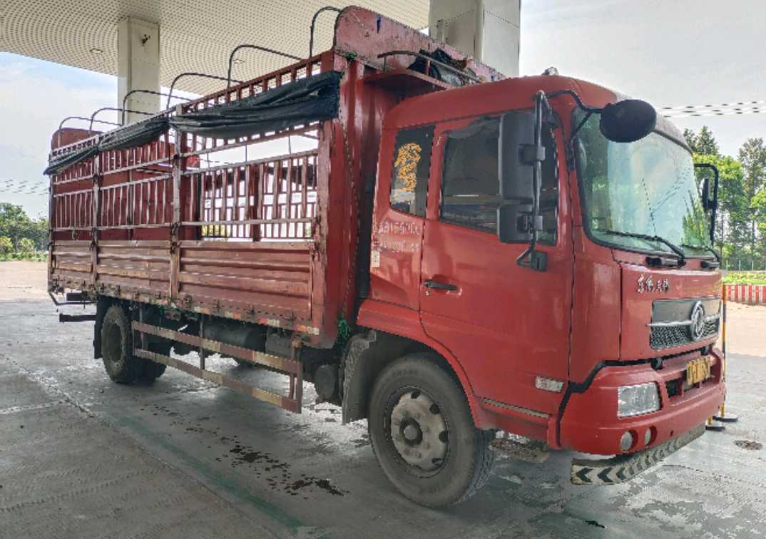 东风天锦 载货车  180匹 2017年10月 4x2
