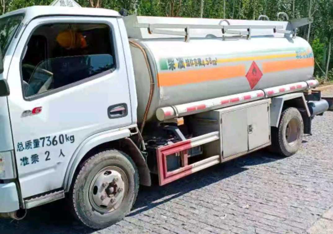 东风天龙 油罐车  155匹 2018年07月 4x2