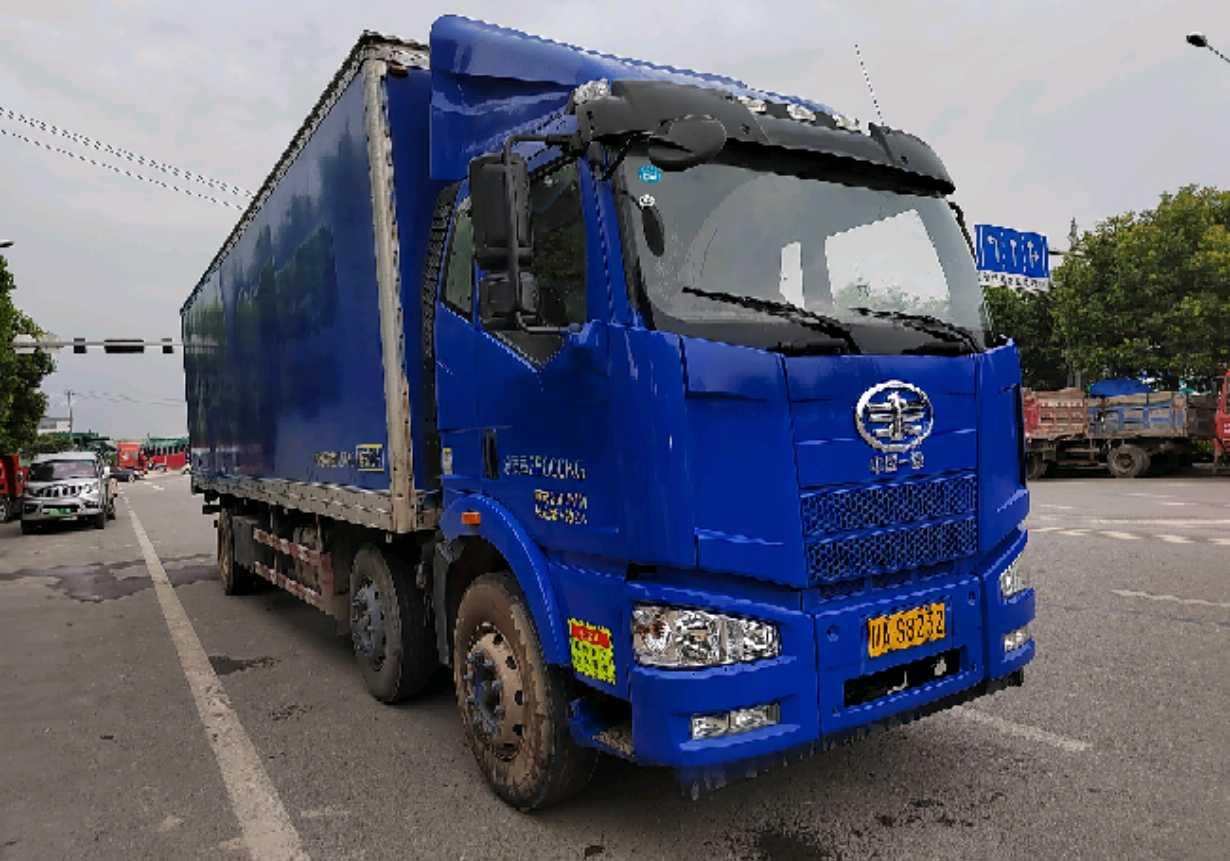 一汽解放J6M重卡 载货车  245匹 2016年04月 6x2