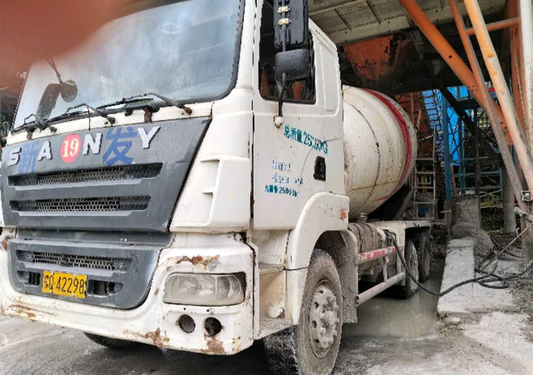 三一重工三一重卡 混凝土搅拌车  340匹 2011年09月 8x2