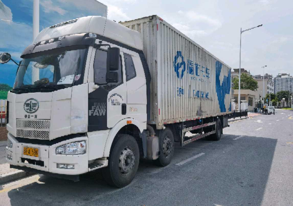 一汽解放J6M重卡 载货车  280匹 2018年08月 6x2
