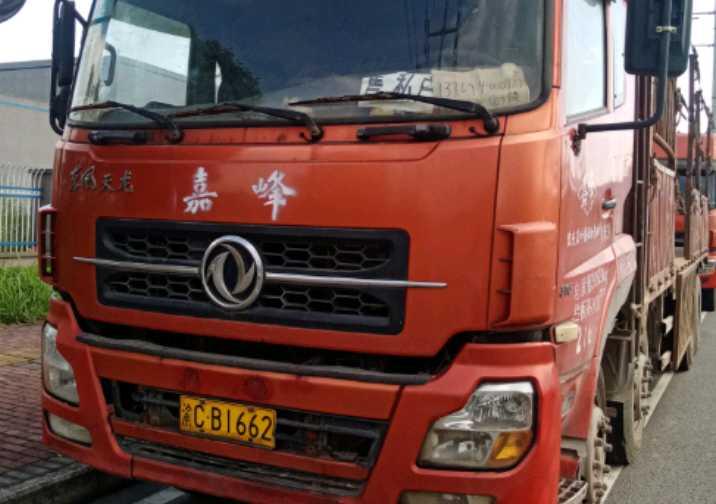 东风天龙 载货车  340匹 2011年10月 8x4