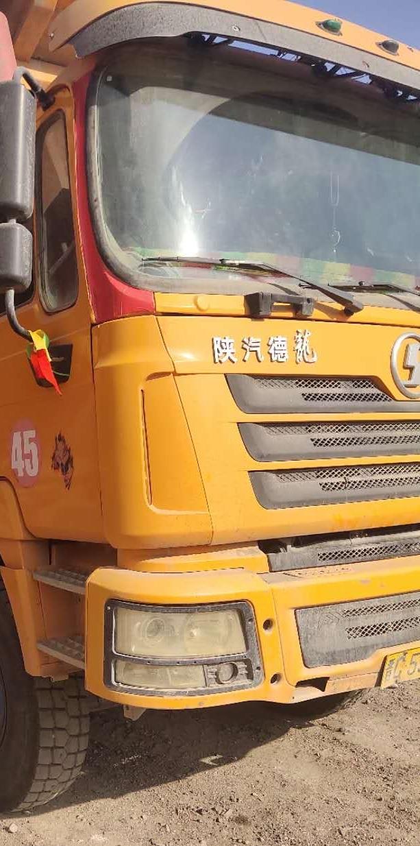 陕汽德龙F3000 牵引车  380匹 2017年02月 8x2