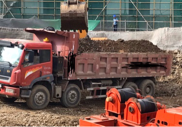 青岛解放新大威 自卸车  340匹 2014年05月 6x2