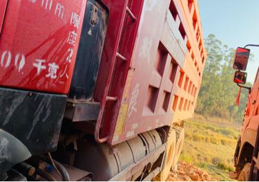 中国重汽HOKA H7重卡 自卸车  380匹 2017年04月 8x2