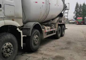 中国重汽HOWO 混凝土搅拌车  375匹 2013年01月 8x4