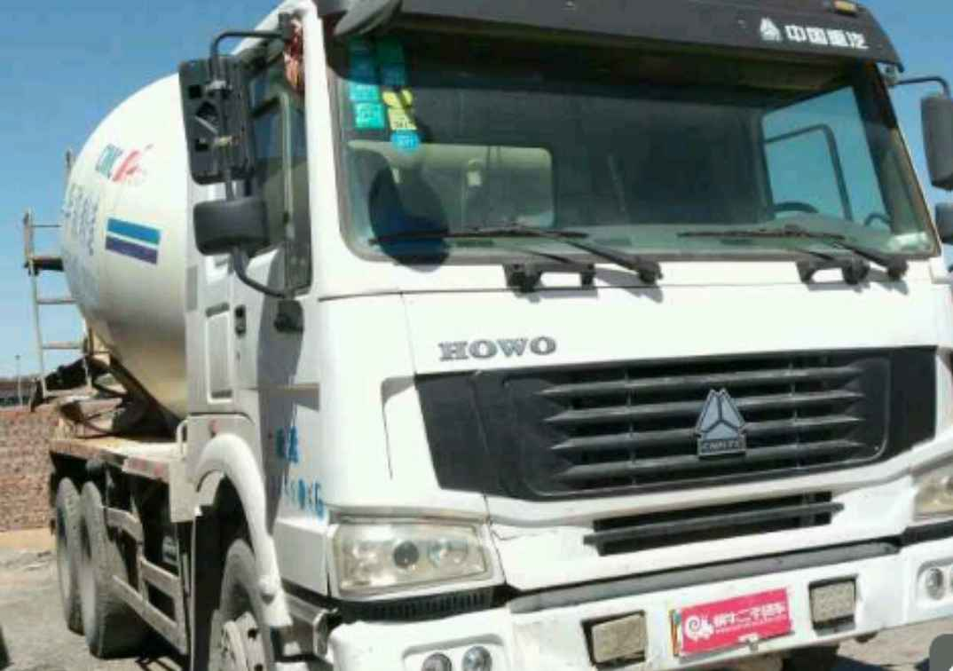 中国重汽HOWO 混凝土搅拌车  336匹 2011年09月 6x4