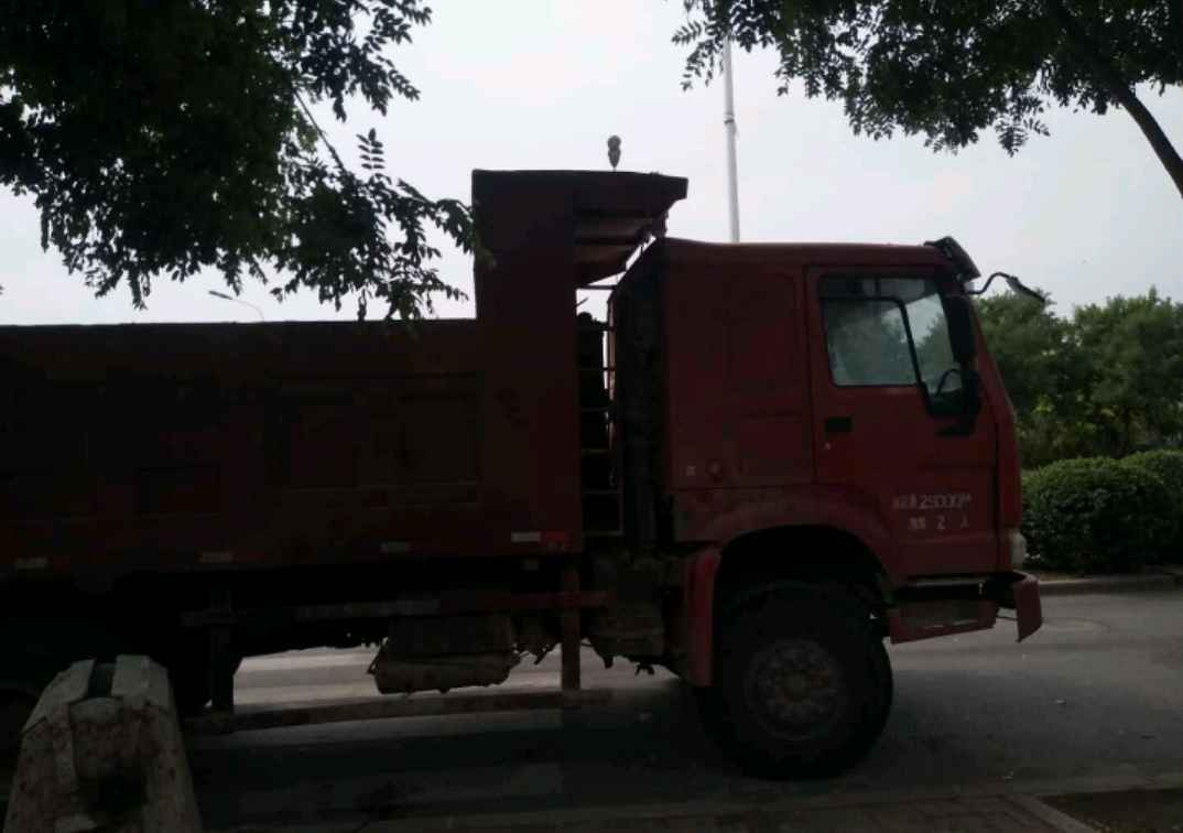 中国重汽HOWO 自卸车  375匹 2010年10月 6x4