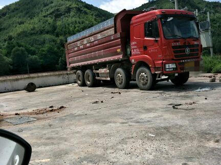 陕汽德龙M3000 自卸车  290匹 2014年05月 8x4