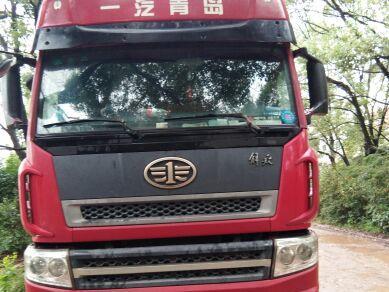 青岛解放新大威 牵引车  336匹 2011年08月 6x4