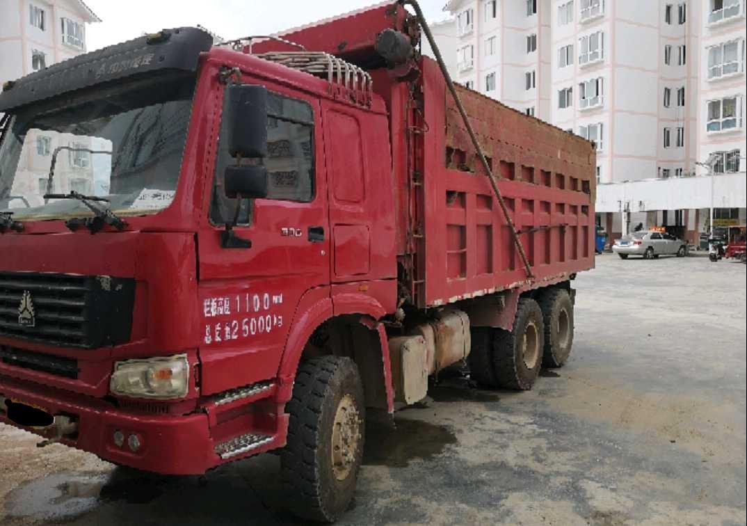 中国重汽HOWO 自卸车  336匹 2011年05月 6x4
