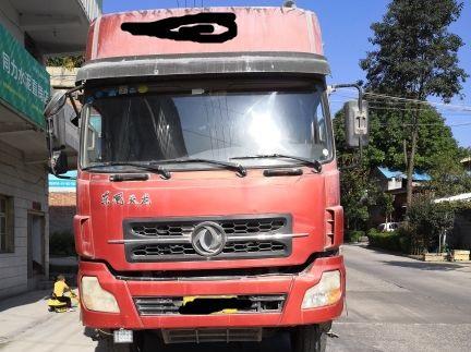 东风天龙 载货车  375匹 2013年06月 8x4