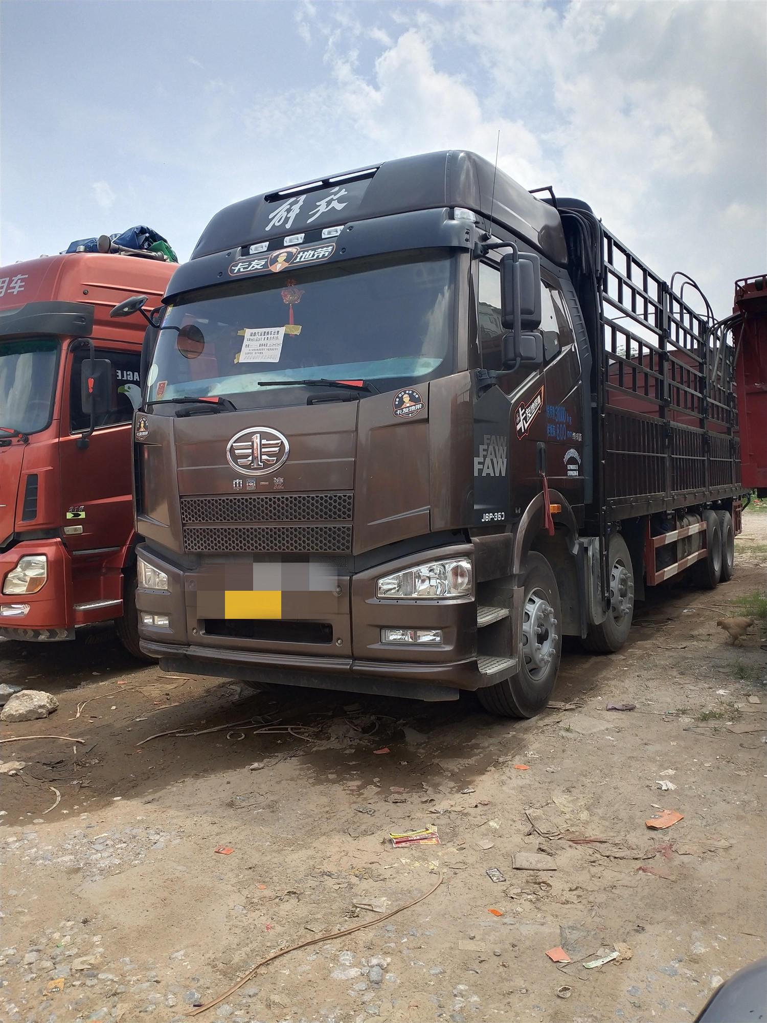 一汽解放J6P重卡 绿通版 载货车  350匹 2017年02月 8x4