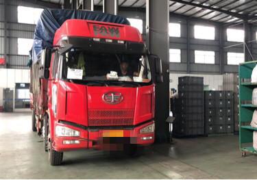 一汽解放J6 載貨車  220匹 2014年07月 6x2