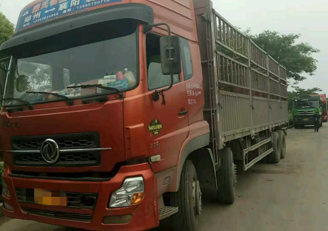 东风天龙 载货车  240匹 2013年12月 8x4