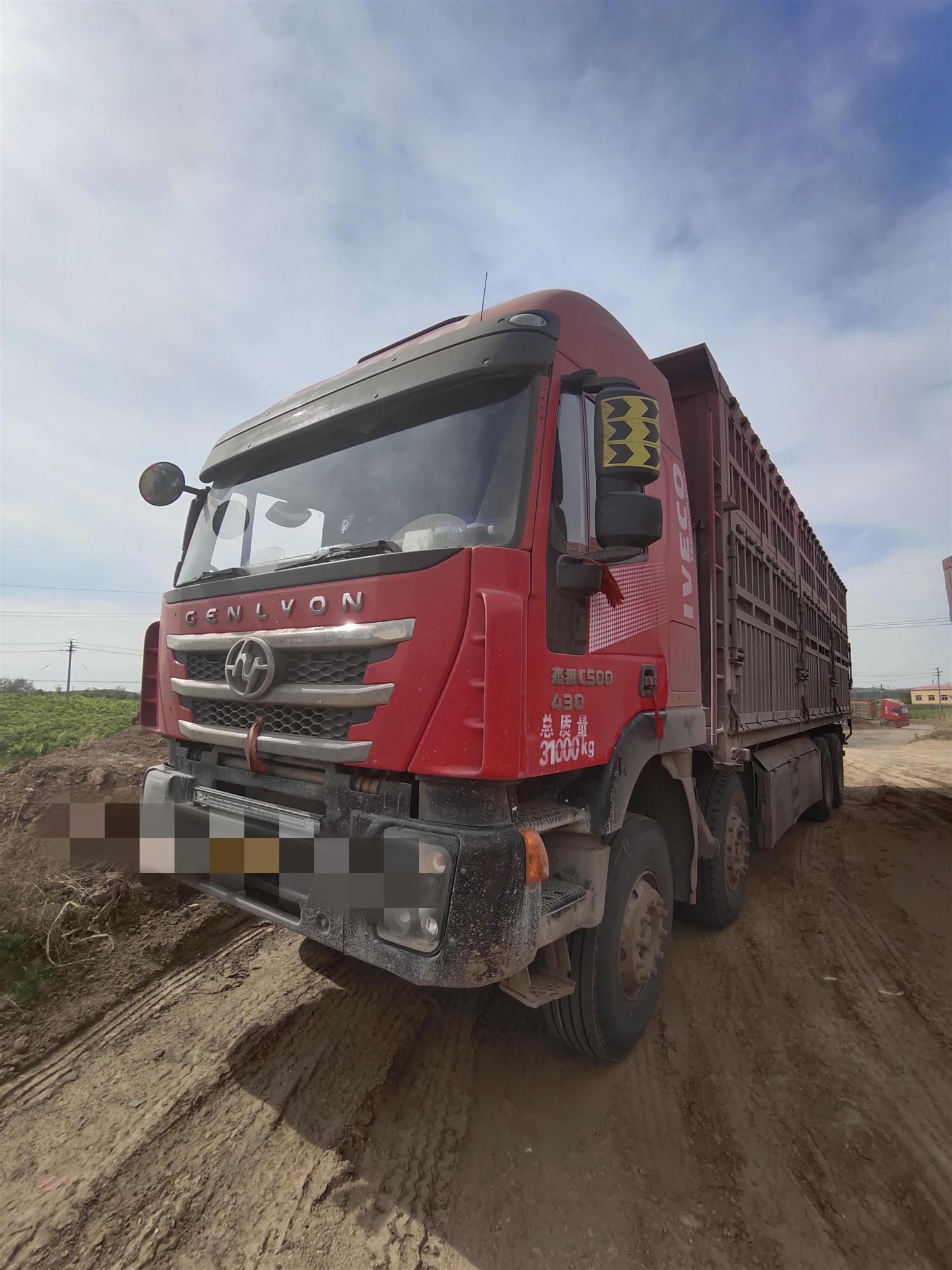 上汽红岩其他车系 载货车  430匹 2017年11月 8x4