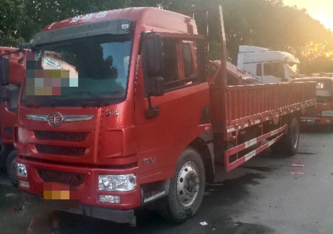青岛解放龙V 载货车  189匹 2017年05月 4x2