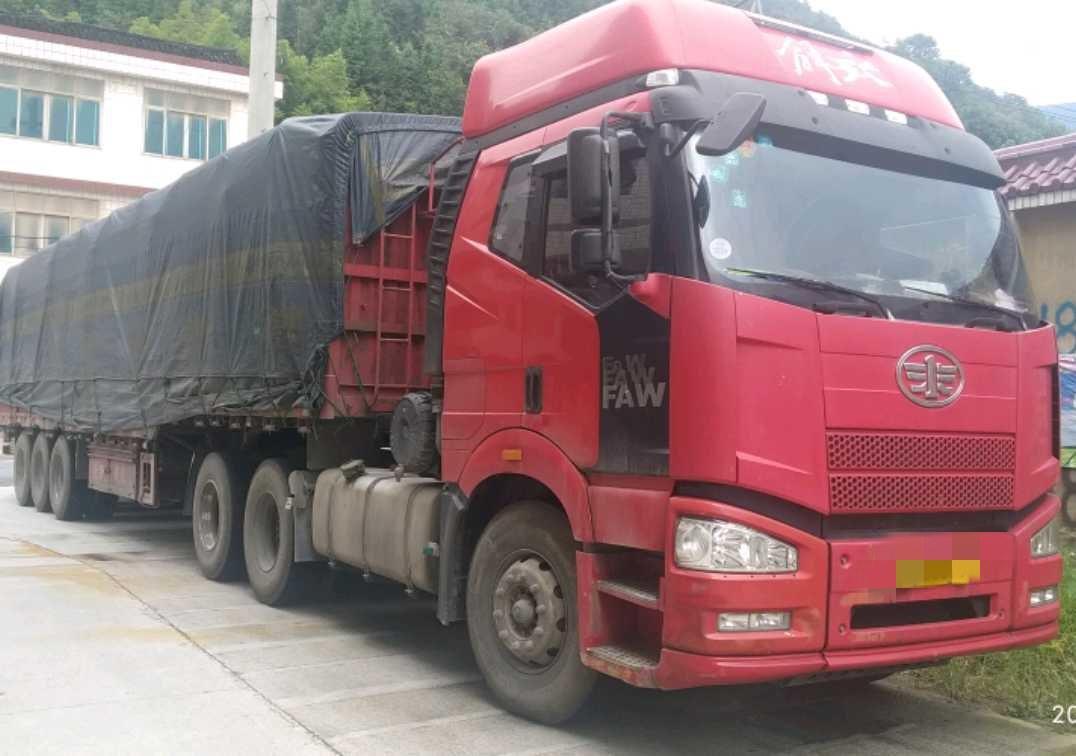 一汽解放新J6P重卡 牽引車  424匹 2014年06月 8x2