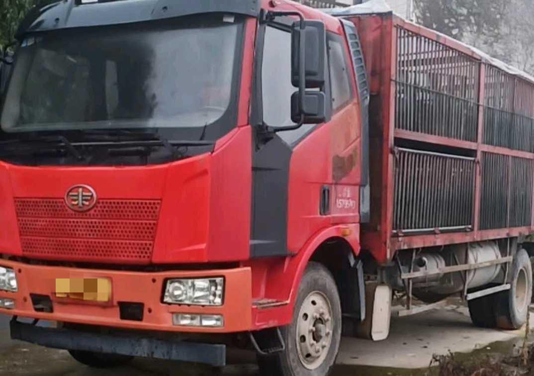 一汽解放J6 载货车  189匹 2015年12月 4x2
