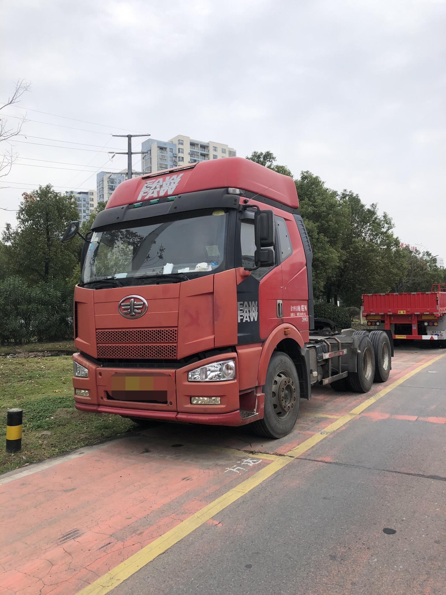 一汽解放J6P重卡 牵引车  390匹 2010年01月 6x4