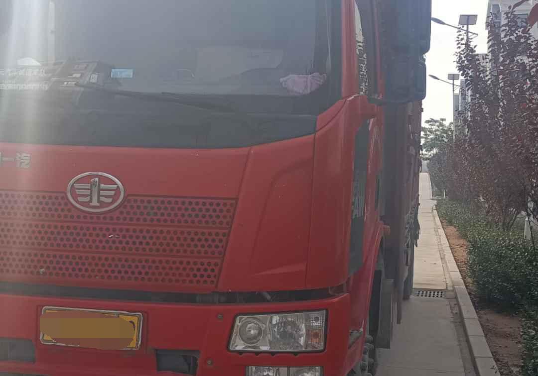 一汽解放J6 载货车  220匹 2016年05月 6x2