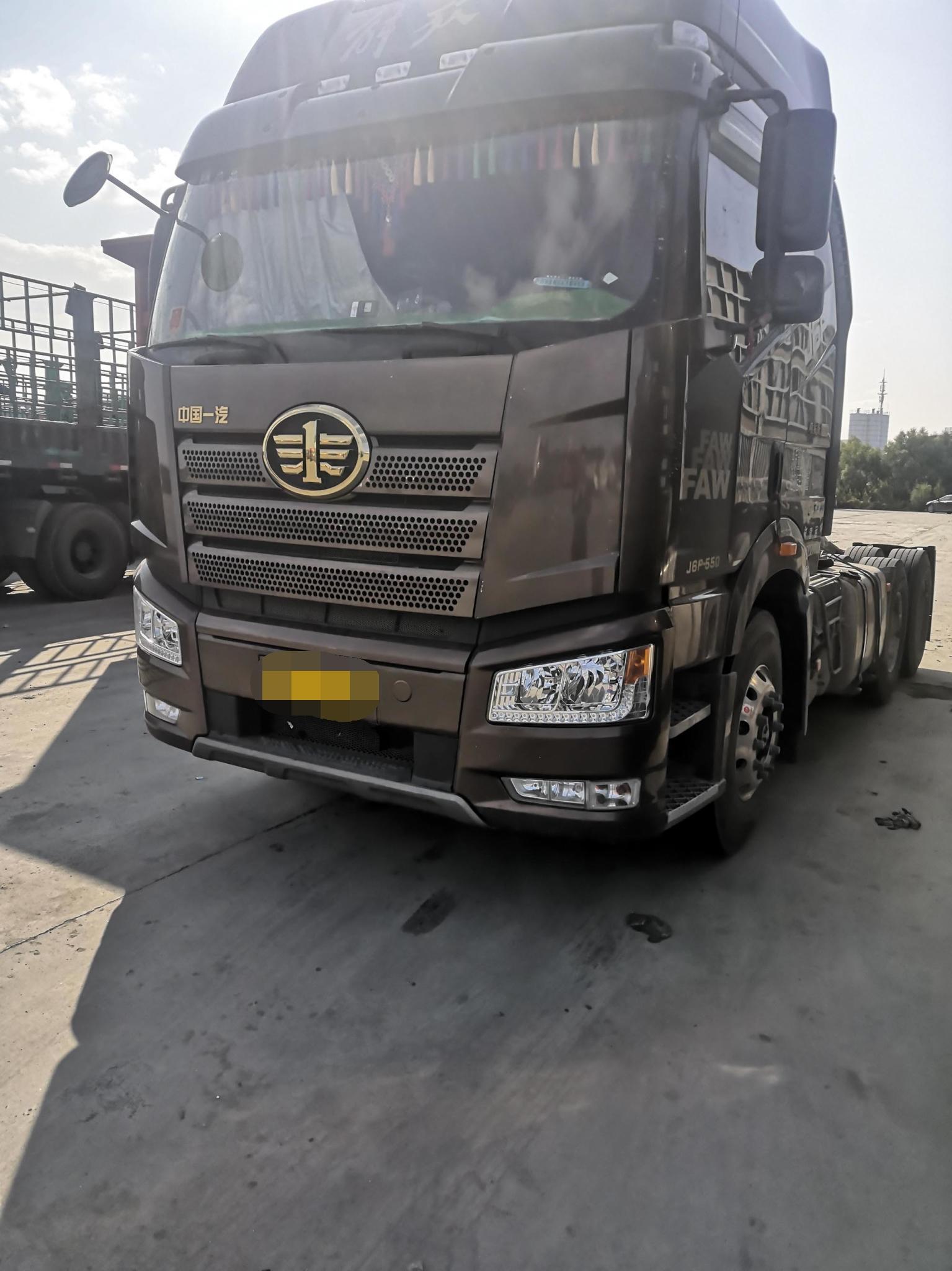 一汽解放J6P重卡 牵引车  550匹 2019年04月 6x4