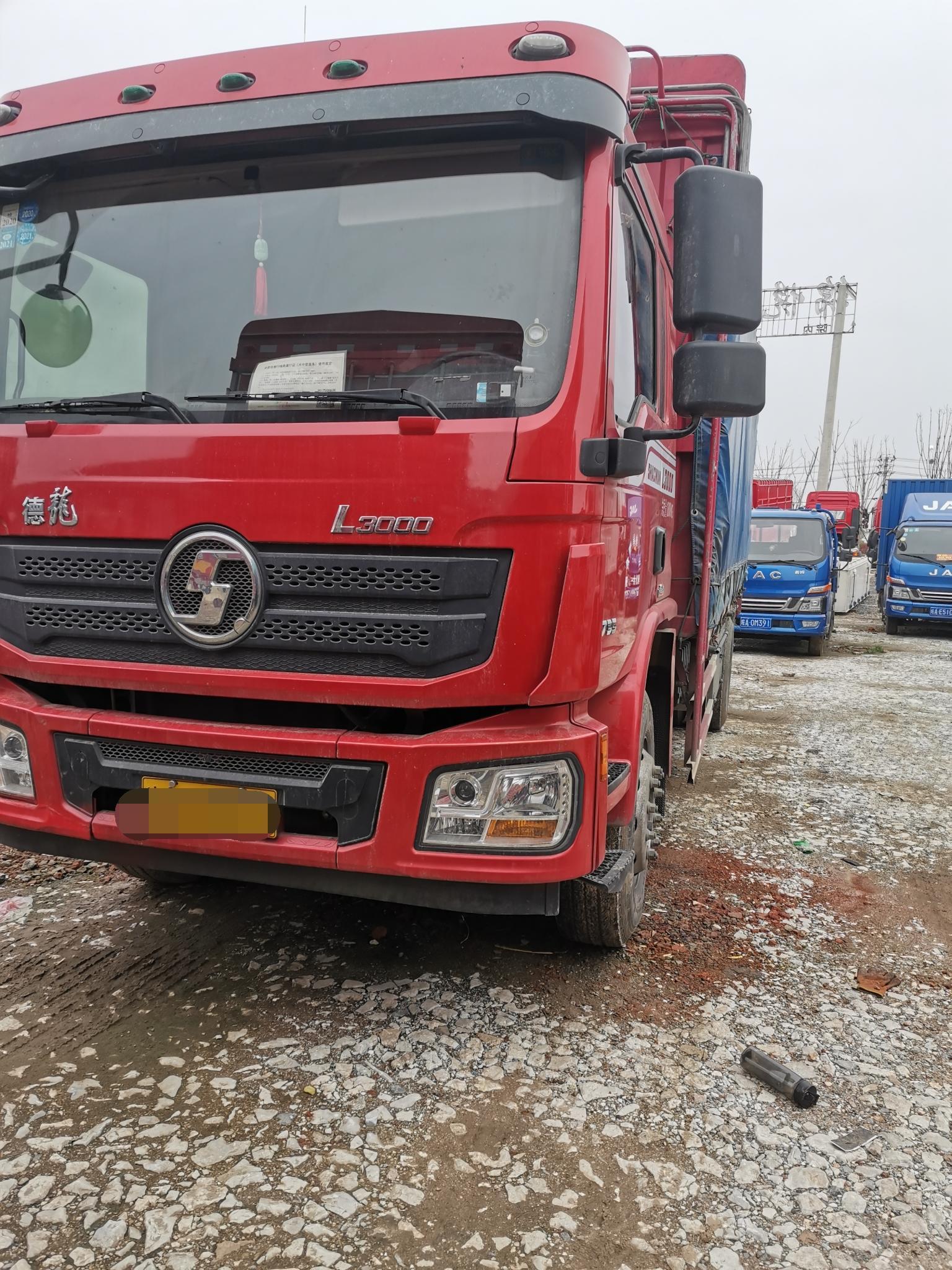 陕汽德龙L3000 载货车  200匹 2019年04月 4x2