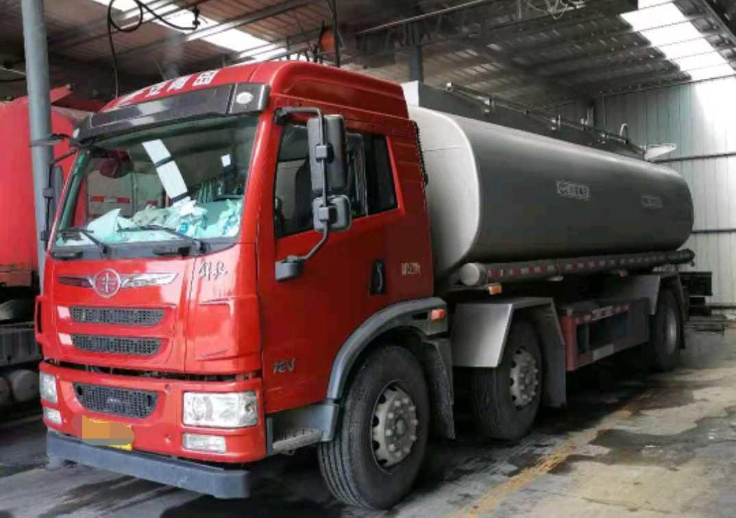 青岛解放其他车系 油罐车  220匹 2020年06月 6x2
