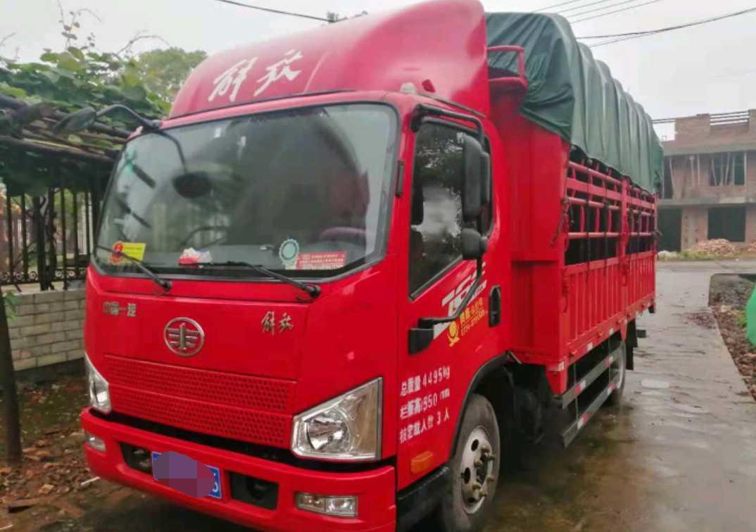 一汽解放J6 载货车  130匹 2020年09月 4x2