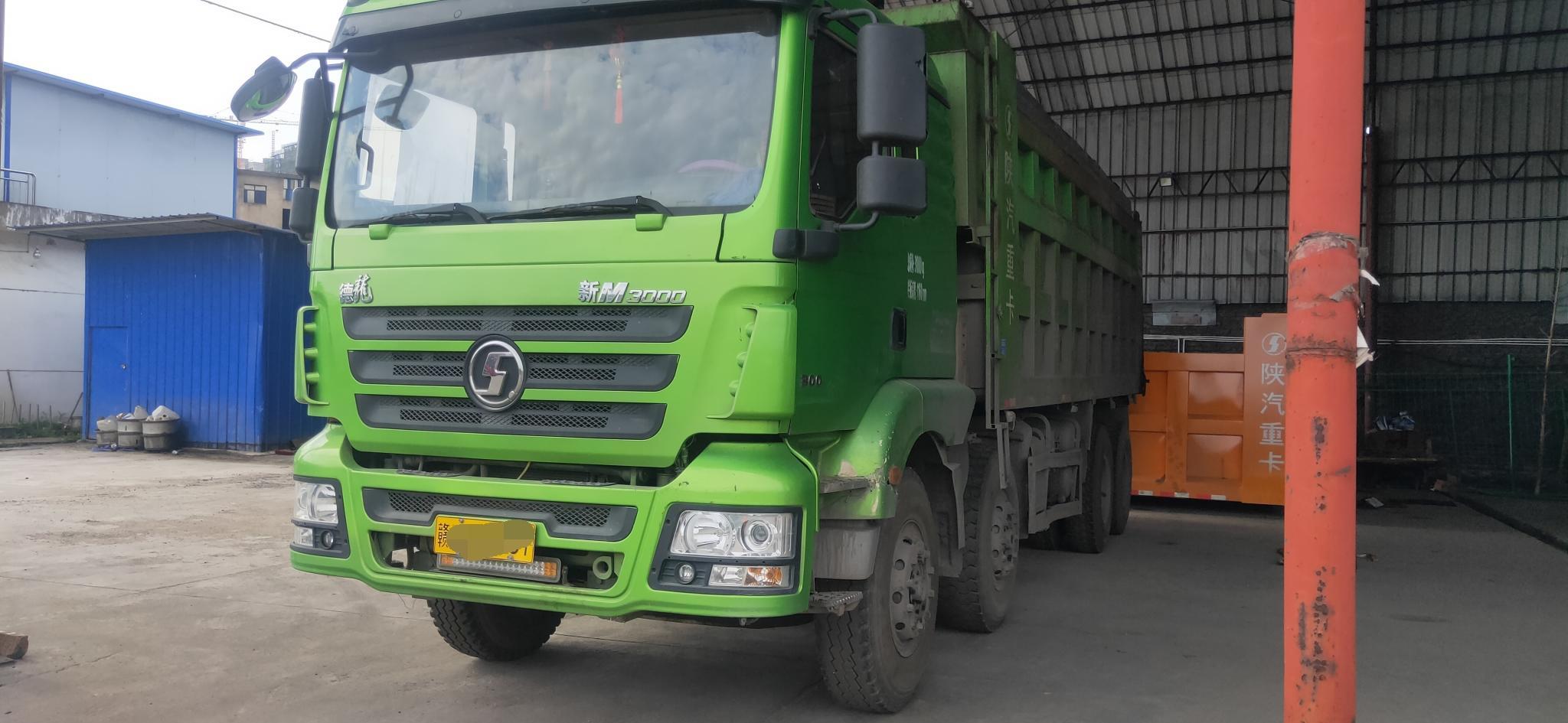 陕汽德龙新M3000 自卸车  300匹 2017年05月 8x4