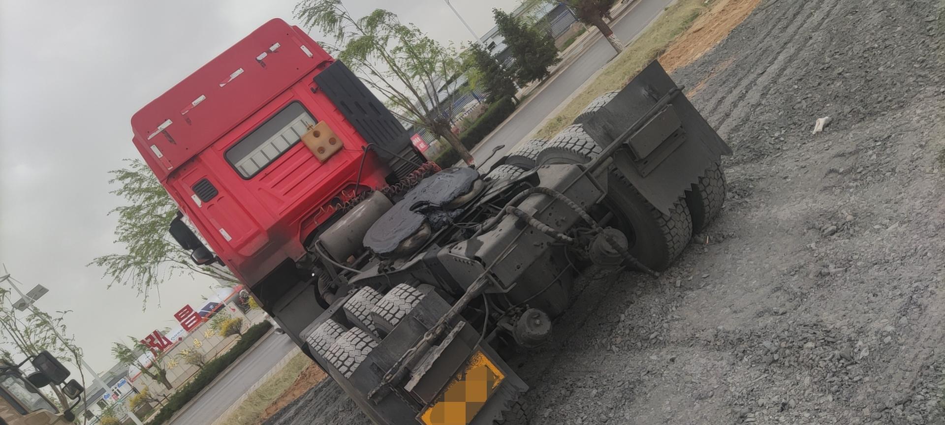 上汽红岩杰卡 牵引车  247匹 2013年11月 6x4