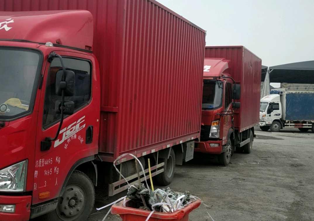 一汽解放J6 载货车  130匹2019年03月 4×2 国五